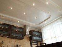 Белый натяжной потолок для кухни