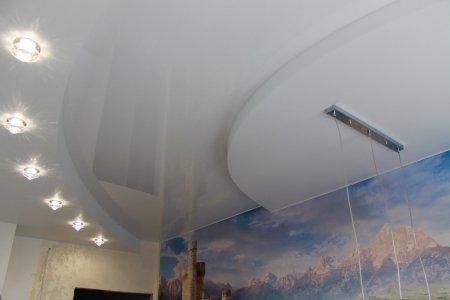 Белый натяжной потолок в детской комнате