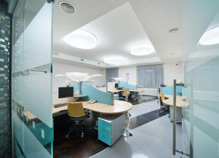 Белый натяжной потолок в офисе