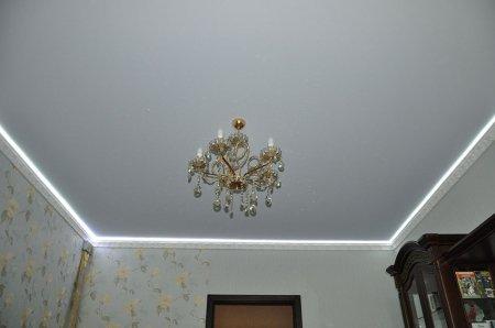 Белый тканевый натяжной потолок
