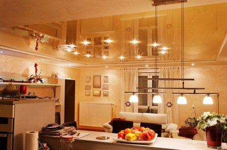 Бежевый натяжной потолок в студии