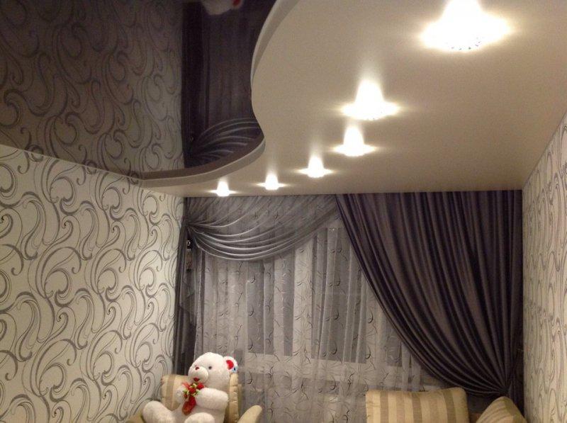 чёрно-белые натяжные потолки фото
