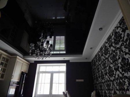Черный натяжной потолок для кухни