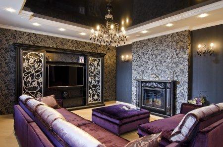 Черный натяжной потолок в гостиной