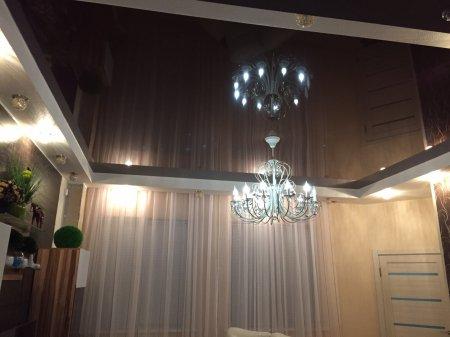 Черный натяжной потолок в студии