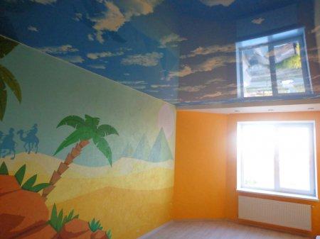 Детская с фотопечатью неба на потолке