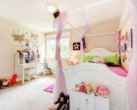 Детская с матовым белым потолком