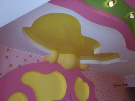 Детская с разноцветным потолком
