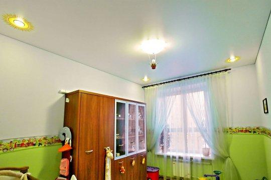 Детская с сатиновым натяжным потолком