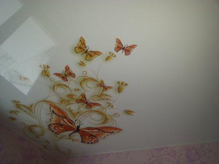 Детская с виниловыми наклейками на потолке