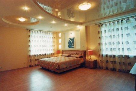 Двухуровневый глянцевый натяжной потолок