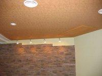 Фактурный натяжной потолок в кабинете