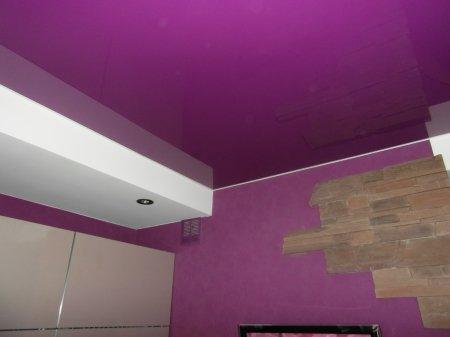 Фиолетовый натяжной потолок для прихожей