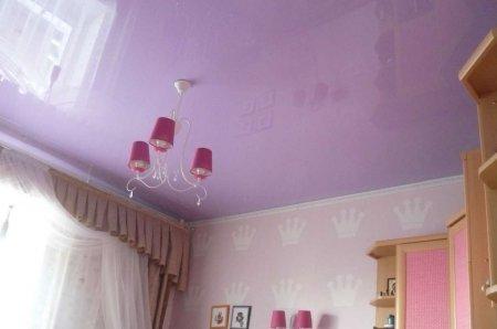Фиолетовый натяжной потолок в детской комнате