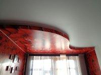 Фотопечать на потолке в гостиной (цветы)