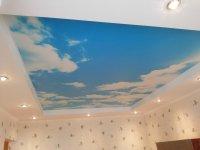Фотопечать неба в гостиной