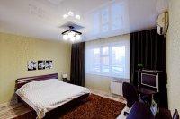 Глянцевый белый потолок для спальни