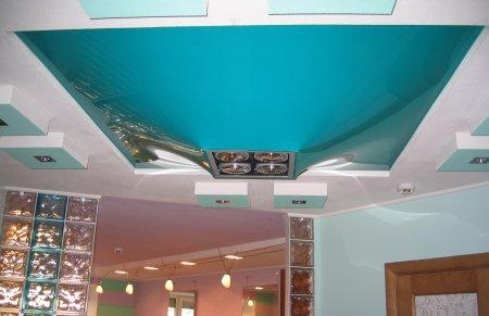 Глянцевый натяжной потолок для бассейна