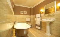 Глянцевый натяжной потолок для ванной