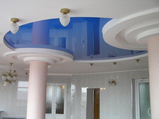 Глянцевый натяжной потолок в офисе