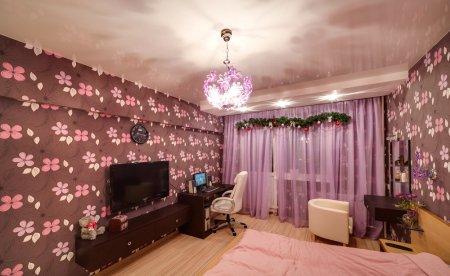 Глянцевый потолок для спальни