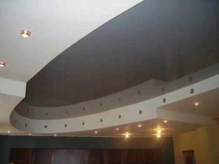 Глянцевый потолок в офисе