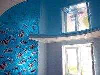 Голубой натяжной потолок для детской