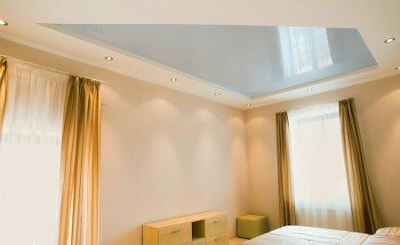 Голубой натяжной потолок для спальни