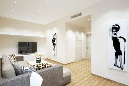 Гостиная с матовым белым потолком