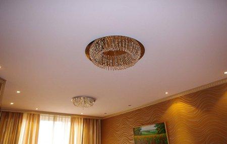Гостиная с тканевым натяжным потолком
