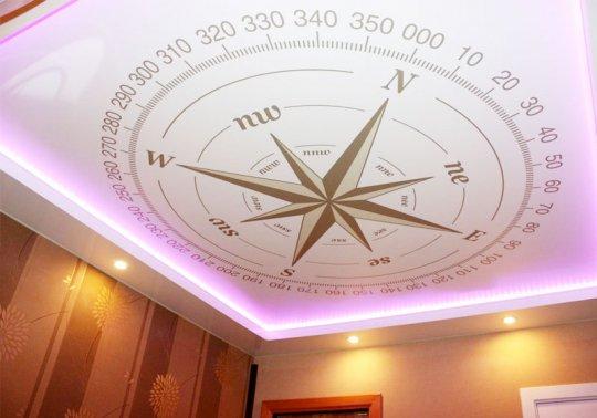 Кабинет с фотопечатью на потолке (компас)