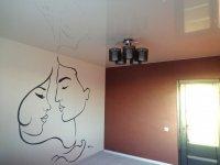 Кабинет с натяжным потолком и люстрой