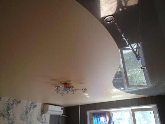 Комбинированный натяжной потолок для спальни