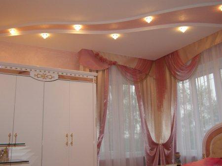 Кожаный потолок в спальне