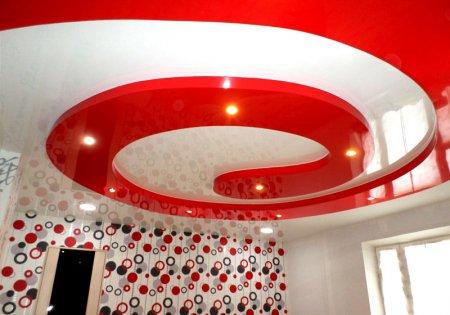 Красно-белый натяжной потолок