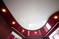 Красный натяжной потолок для кабинета