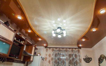Кухня с многоуровневым натяжным потолком