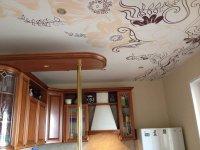 Кухня с тканевым натяжным потолком (цветы)