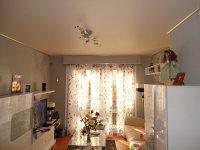Матовый белый натяжной потолок с люстрой