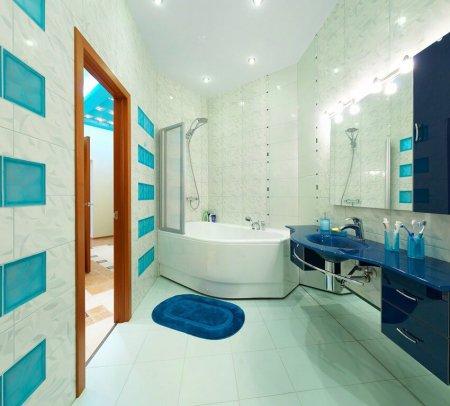 Матовый белый потолок в ванной
