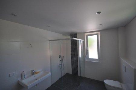 Матовый натяжной потолок в ванной комнате