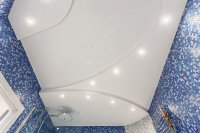 Матовый натяжной потолок в ванной