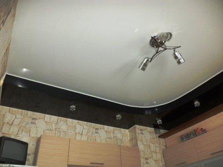 Многоуровневый натяжной потолок для кухне