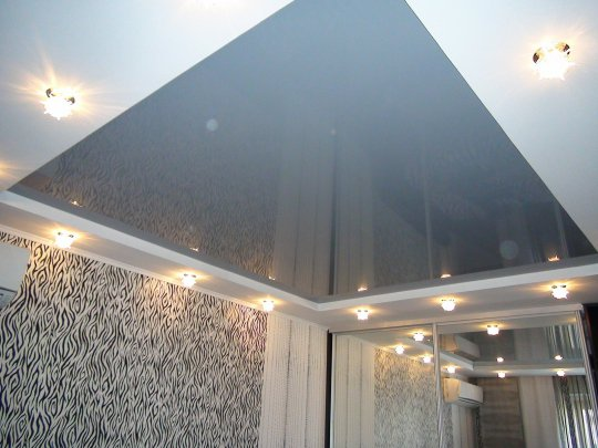 Многоуровневый натяжной потолок для спальни