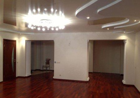 Многоуровневый натяжной потолок для студии