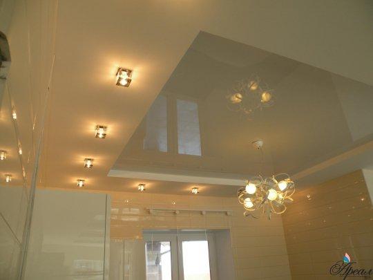 Многоуровневый потолок в форме квадрата