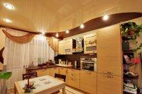Коричневый натяжной потолок на кухне