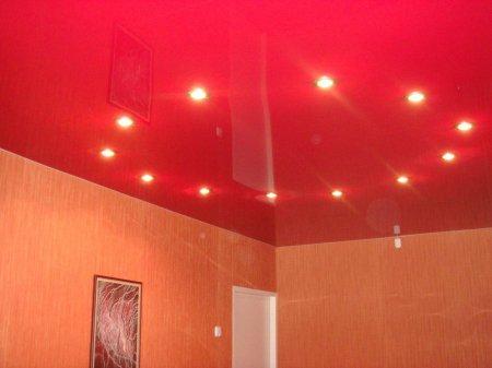 Натяжной потолок розового цвета в детской