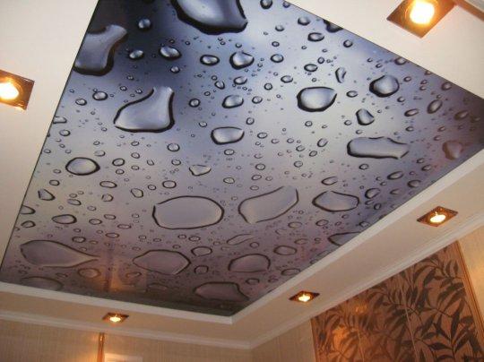 Натяжной потолок с фотопечатью (капли)