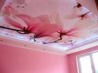 Натяжной потолок с фотопечатью (цветы)